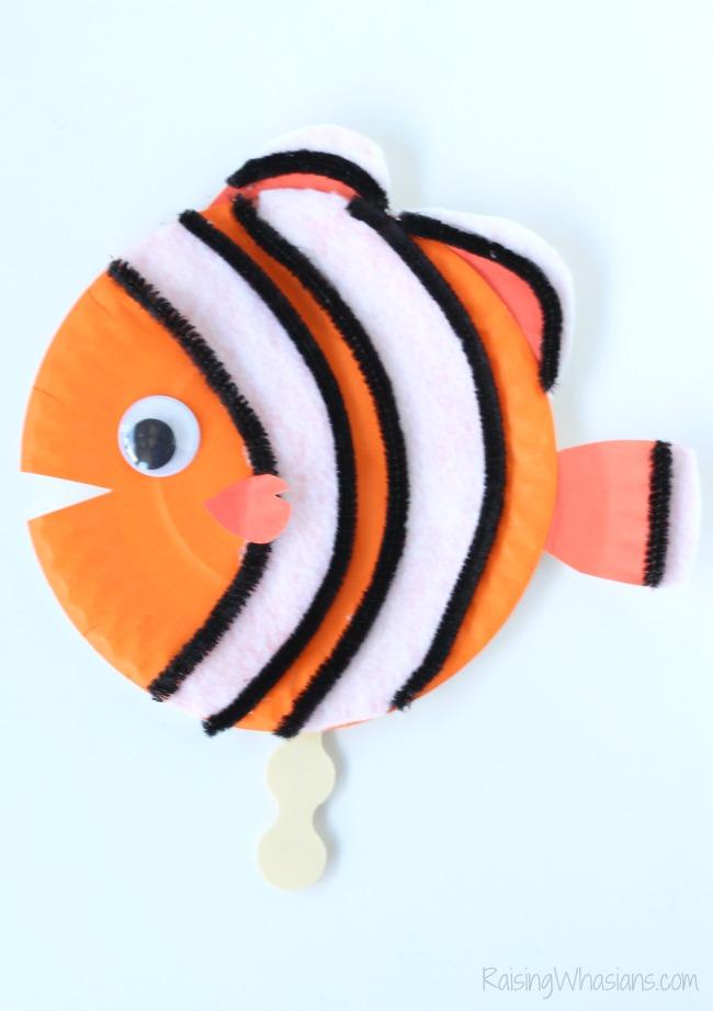 Finding Nemo paper plate craft Finding Dory Craft Paper Plate Puppets #FindingDoryEvent | Easy DIY Finding Dory Craft Idea with paper plates & Disney inspiration. Make Nemo & Dory #FindingNemo #FindingDory #Disney #Craft #PartyPlanning #DIY #DisneyParty #DisneyDIY