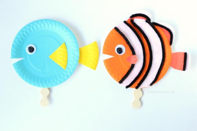 Paper plate finding dory diy Finding Dory Craft Paper Plate Puppets #FindingDoryEvent | Easy DIY Finding Dory Craft Idea with paper plates & Disney inspiration. Make Nemo & Dory #FindingNemo #FindingDory #Disney #Craft #PartyPlanning #DIY #DisneyParty #DisneyDIY