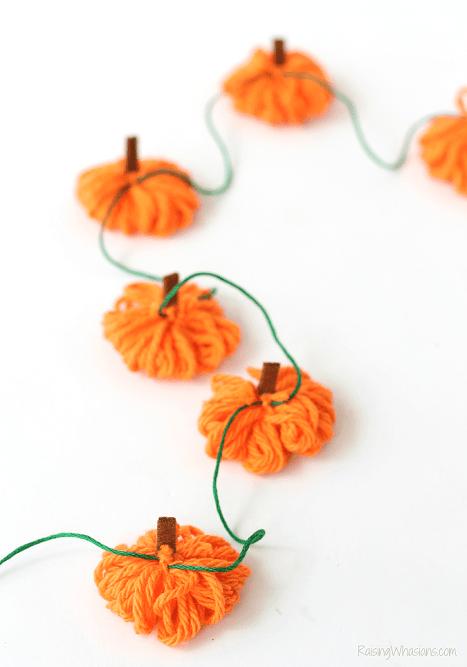 Easy yarn pumpkin garland