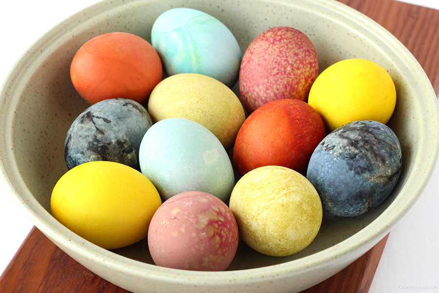 How to natural Easter egg dye - 6 Easy Natural Easter Egg Dyes for the Most Vibrant Colors | Want to make your own homemade DIY dye? Here are the best color combos for your eggs using everyday items at home. Allergy-friendly, plant based, easy to make #Easter #EasterEgg