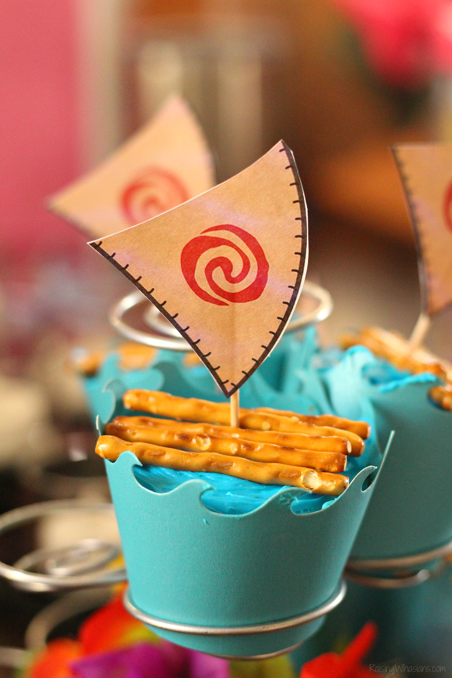 Easy Moana Cupcakes With Free Printable Toppers Raising Whasians