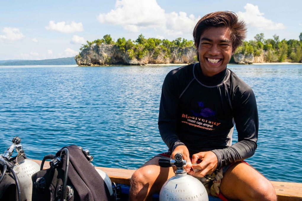 raja ampat activities - Island hopping snorkeling or diving