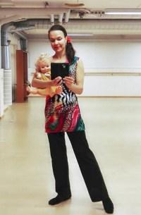Ilona Kauppinen pitää Tanssitaan vauvani -tuntia Lohjalla ja Nummelassa