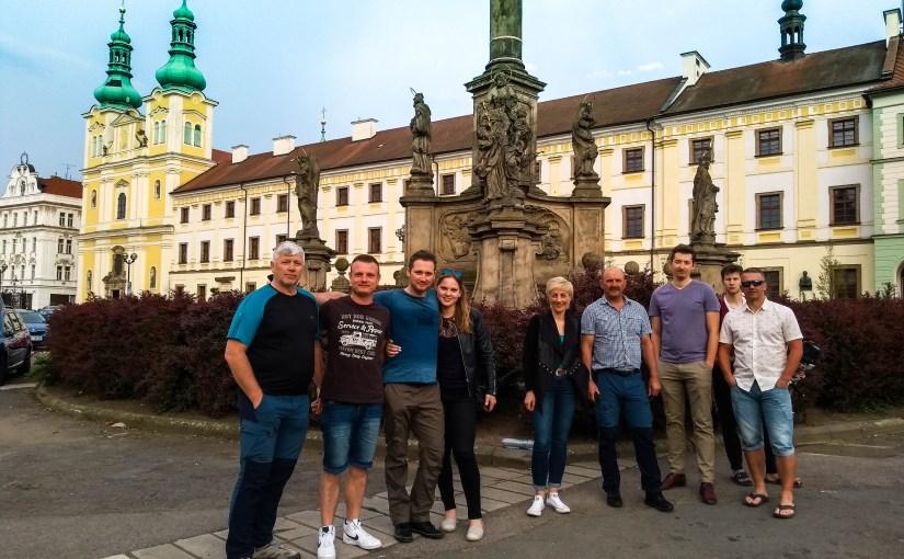 Rowerzyści już po czeskiej stronie! Przystanek w Hradec Králové