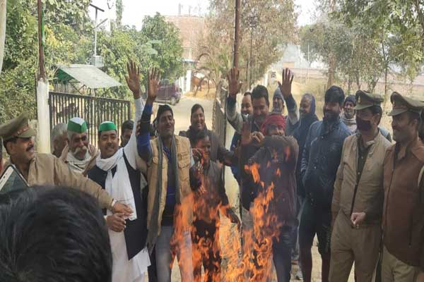 Bharatiya Kisan Union Farmers protest by burning copies of new agricultural bill