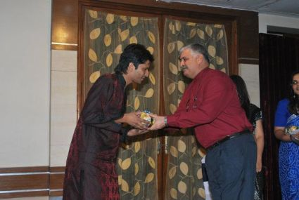 Rajiv Bajaj Presenting awards to students at IITTM freshers party