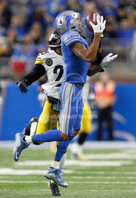 Oct 29, 2017; Detroit, MI, USA; Detroit Lions wide receiver Marvin Jones (11) makes a catch against Pittsburgh Steelers cornerback Artie Burns (25) during the first quarter at Ford Field. Mandatory Credit: Raj Mehta-USA TODAY Sports