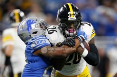 Oct 29, 2017; Detroit, MI, USA; Pittsburgh Steelers running back Le'Veon Bell (26) gets wrapped up by Detroit Lions cornerback Quandre Diggs (28) during the third quarter at Ford Field. Mandatory Credit: Raj Mehta-USA TODAY Sports