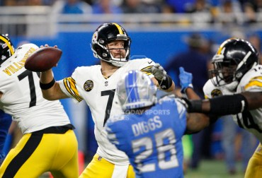 Oct 29, 2017; Detroit, MI, USA; Pittsburgh Steelers quarterback Ben Roethlisberger (7) throws a pass during the fourth quarter against the Detroit Lions at Ford Field. Mandatory Credit: Raj Mehta-USA TODAY Sports
