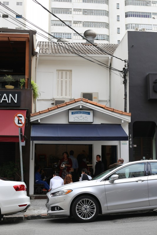 Little bakery that must have been popular for pao de queijo. Had a line extending outside.