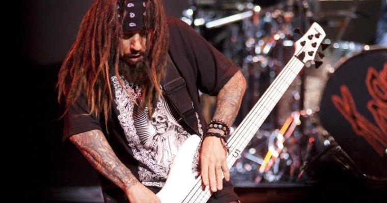 Hvor lett er det å spille bass i Korn?