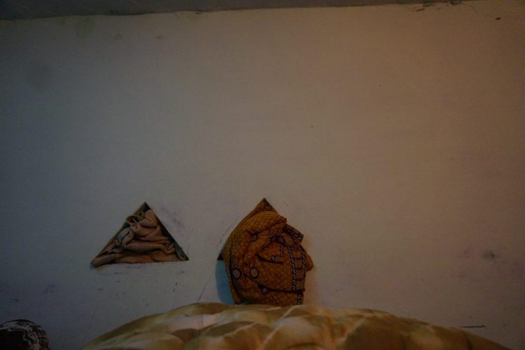 部屋の壁の穴