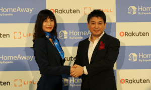 Munekatsu Ota, Representative Director of Rakuten LIFULL STAY poses with HomeAway Japan Country Manager, Natsuko Kimura.