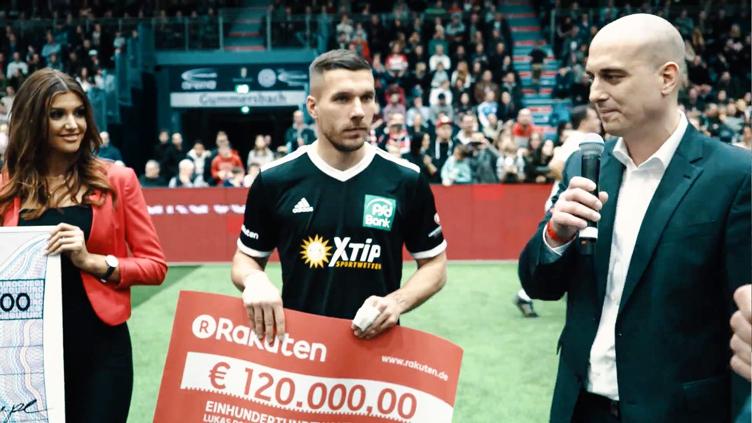 During a charity football match organized by Lukas Podolski, Rakuten, who also acted as platinum sponsor of the cup, made a very special appearance.