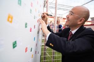 Kobayashi makes his SDG Pledge at Rakuten's Experience Booth in Camp Nou.