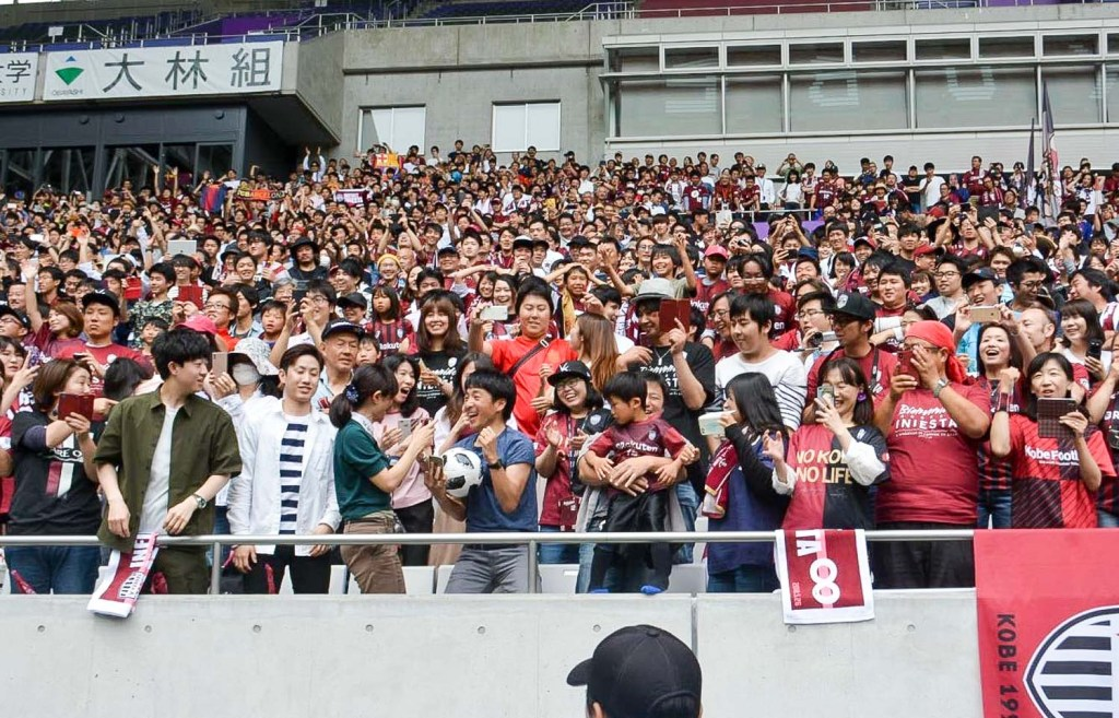"Although not a Vissel Kobe supporter, after catching the ball he underwent an instant conversion, declaring that he was ""going to be a Vissel Kobe fan from this day forward."""