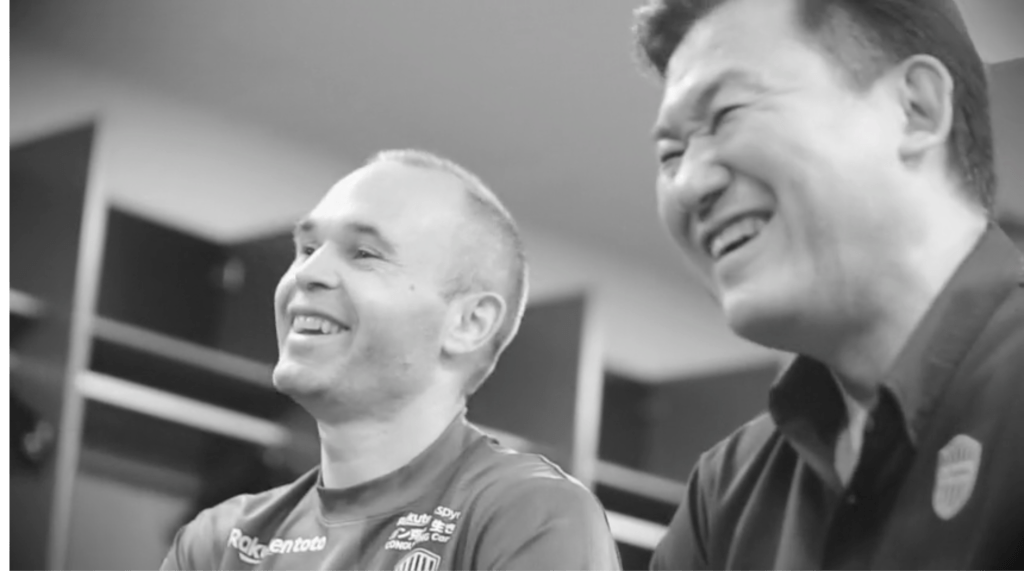 Chat with Iniesta and Mickey