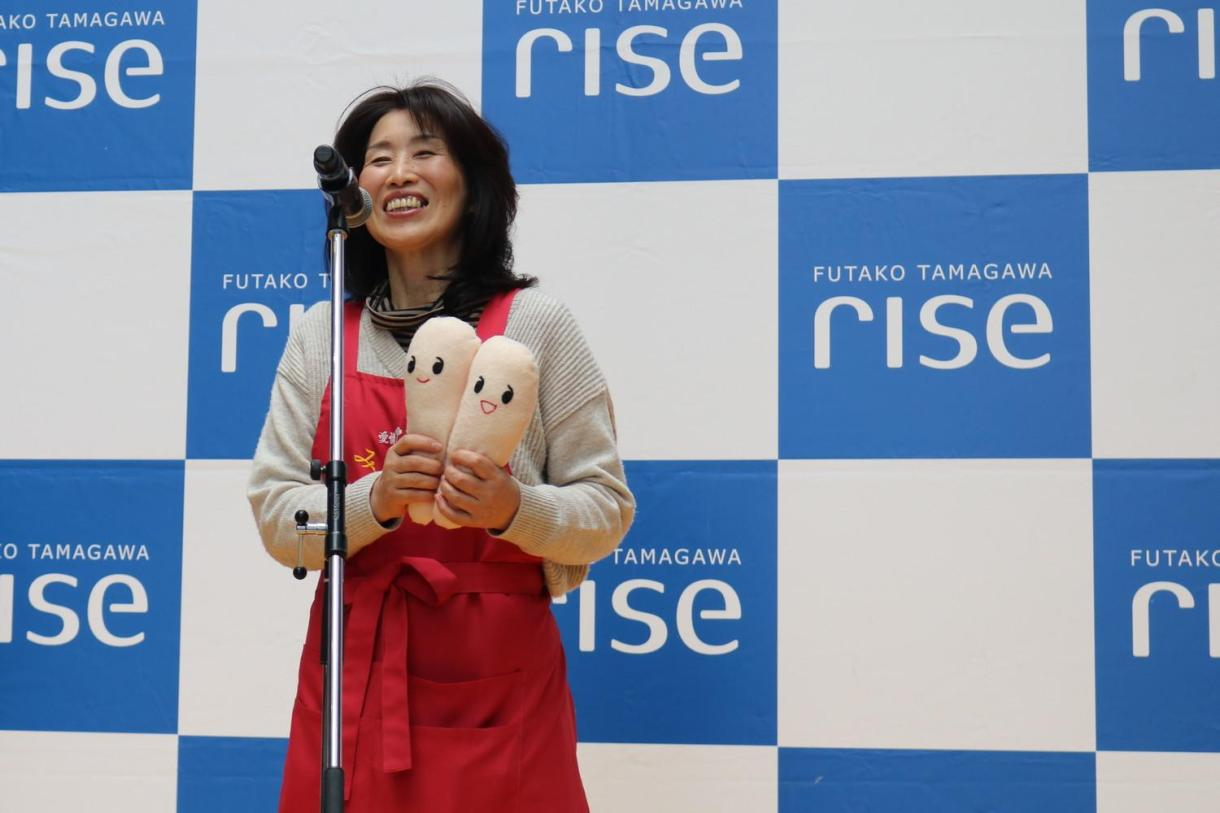 Akemi Kimura of beloved cod roe merchant Aijo Tarako no Minato on stage at the event after selling out of their popular tea-soaked rice.