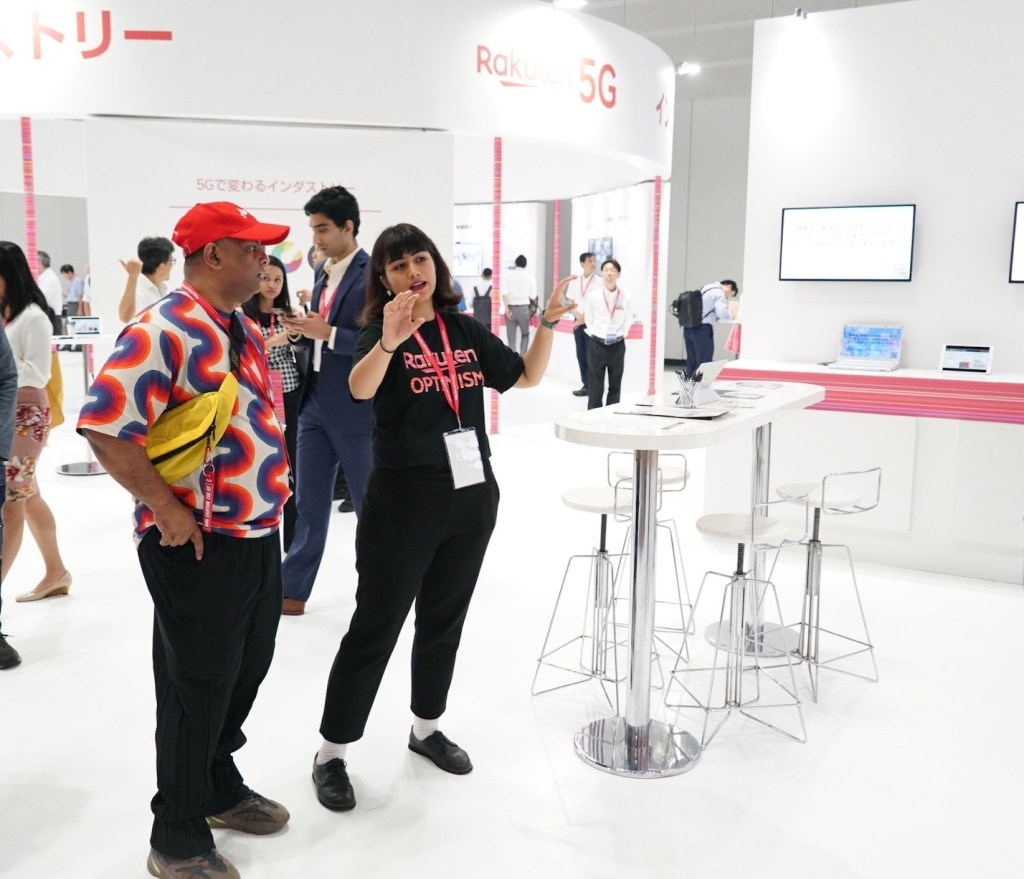 The 5G tech area not only attracted conference attendees ⁠— it drew speakers as well. AirAsia Group CEO Tony Fernandes, who shared the stage with Rakuten CEO Mickey Mikitani on day two of the event, dropped by several of the techiest booths to learn more about how the company is leveraging cutting edge technology to empower its members.