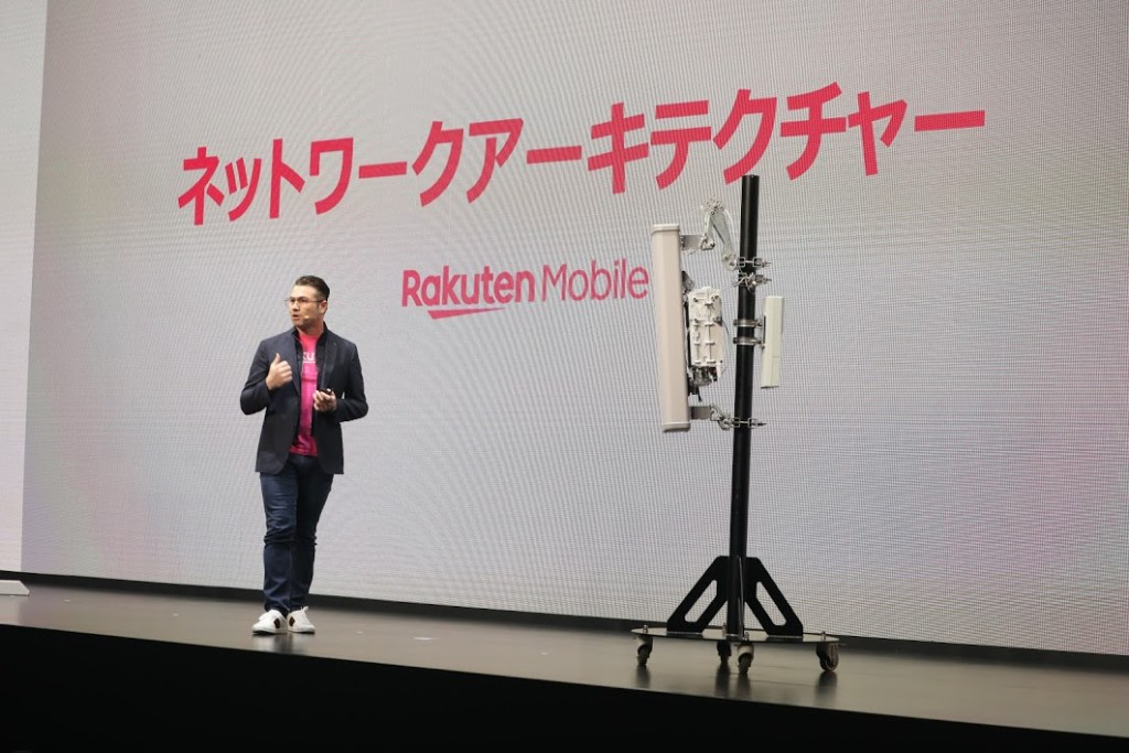 Rakuten Mobile Director and CTO Tareq Amin on stage, explaining how the network's revolutionary architecture allows for cost reductions of up to 40%.