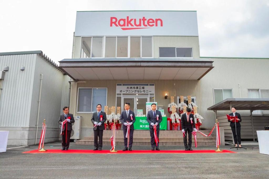 Rakuten executives join local Ozu town representatives to commemorate the opening of Rakuten Agriculture's new frozen vegetable factory in February 2020.