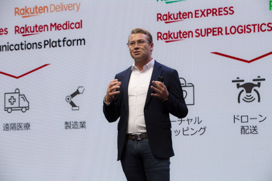 CTO Tareq Amin on stage in September 2020 for Rakuten Mobile's 5G service launch event.