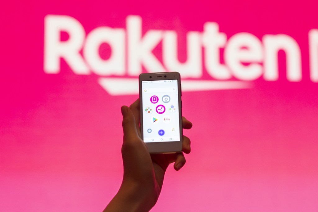"""The Rakuten Mini was envisioned as a palm-sized device right from the get-go. Being the world's smallest and lightest Mobile FeliCa equipped smartphone*, it drew significant attention. (*Data from July 2019. """"Smallest"""" refers to overall physical volume.)"""