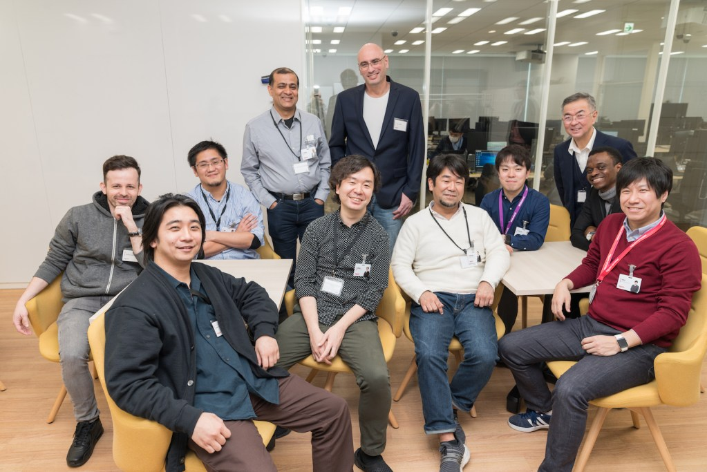 Senior vice president of Rakuten Mobile's operations department Sagiv Draznin (standing top center) with his team before the pandemic.