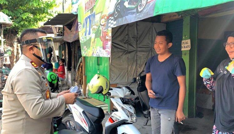 Peringati Hari Bhayangkara Ke-74, Polisi di Bojonegoro Bagikan 10 Ribu Masker Untuk Masyarakat