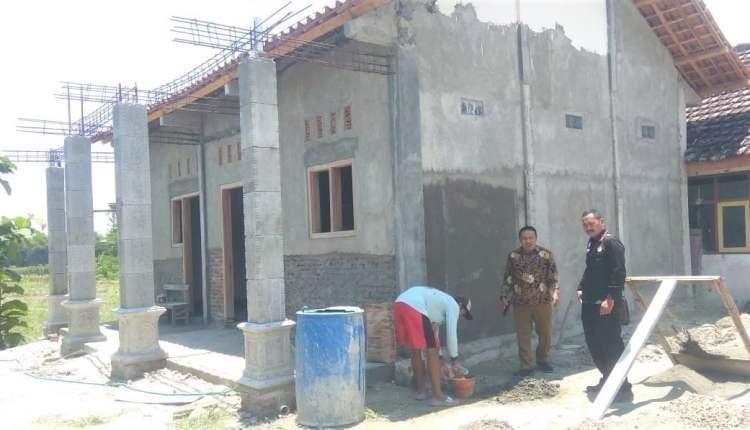 Kantor Desa Sugihwaras, Ngraho, Yang Dilaporkan Pembangunannya Mangkrak,