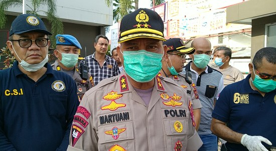 Kapolda Sumatera Utara Inspektur Jenderal Polisi Martuani Sormin saat tinjau lokasi ledakan. Foto: Rakyatsumut.com / Ucis
