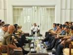 Gubernur Sumut Edy Rahmayadi memimpin rapat dengan OPD terkait penanganan covid-19. Foto: Biro Humas dan Keprotokolan Setdaprov Sumut/ Veri Ardian
