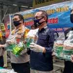 Kapolda Sumatera Utara Inspektur Jenderal Polisi Martuani Sormin tunjukan barang bukti narkotika jenis sabu hasil pengungkapan penyelundupan jaringan Internasional saat paparan di Rumah Sakit Bhayangkara Medan. Foto: Rakyatsumut.com/Muklis