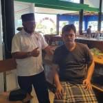Ketua Karang Taruna Sibolga Denni Aprilsyah Lubis saat bertemu Raja Mangala Hutagalung di Pantai Ujung Sibolga (Pajus). Foto: Istimewa