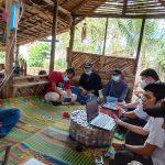 Diskusi terbatas KontraS Sumut dan jurnalis serta pegiat lingkungan dari Komantab terkait isu pelanggaran HAM. Foto: Rakyatsumut.com