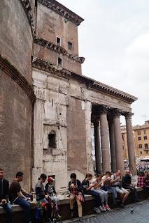 laterala a Pantheonului roman