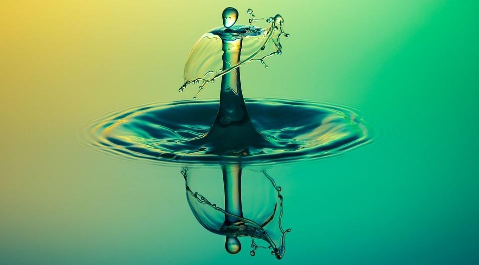Apa de izvor curge in mine