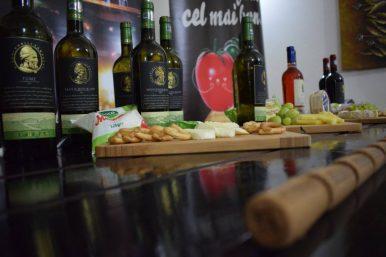 La masa cu Decebal, degustare de branza si vin (2)