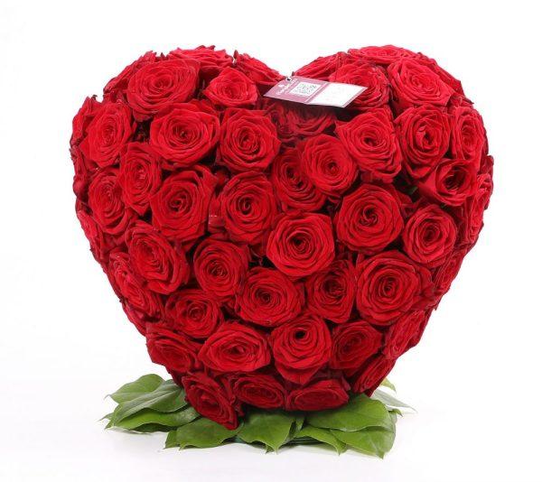 Aranjament inima din trandafiri