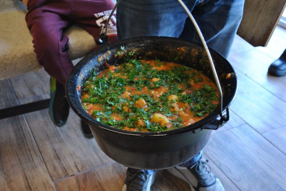 Punctul gastronomic al familiei Mircea, din satul Cutin