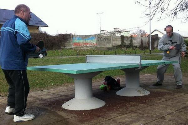 Stol_betonski