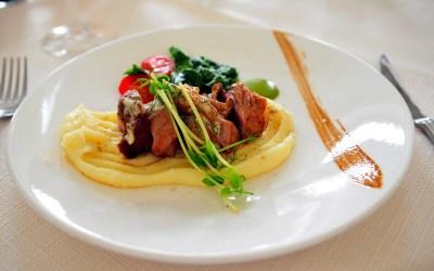 Filete de ternera ecológica con puré de patatas y salsa agridulce