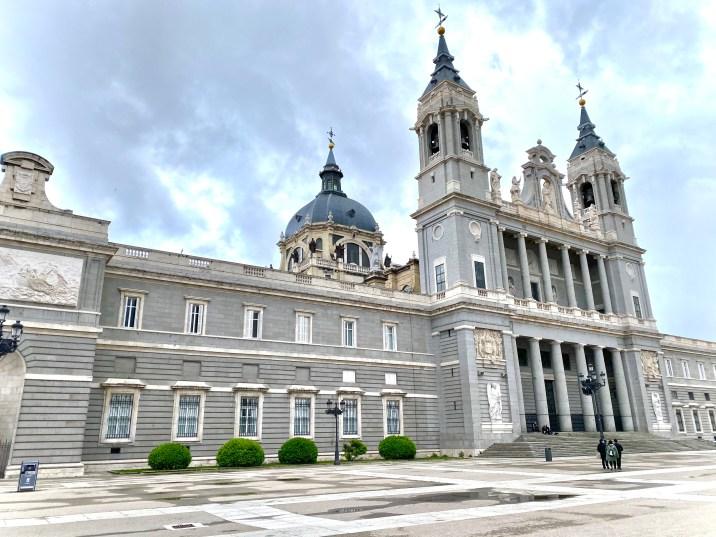 La Catedral de la Almudena - Lugares que no podemos dejar de ver en Madrid