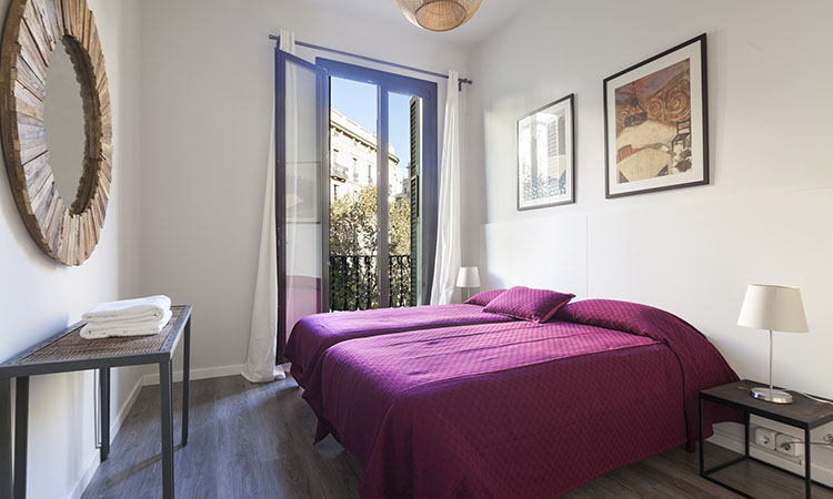 holiday apartments in Barcelona twin bedroom 2