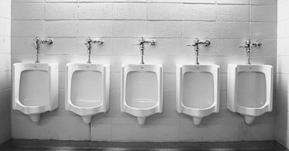 Five Things You Should Never Do In The Men's Restroom