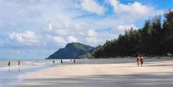 Air Papan Beach mersing malaysia