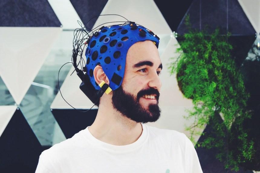 Javi Rameerez wearing a Brain-Computer Interfacing (BCI) headset provided by Bitbrain at Saturdays.AI Madrid @ Loom Princesa