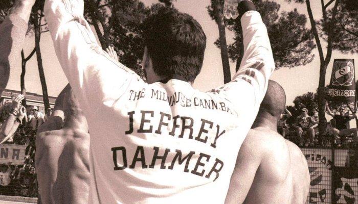 Gioacchino Prisciandaro a Grosseto con la maglietta dedicata a Jeffrey Dahmer