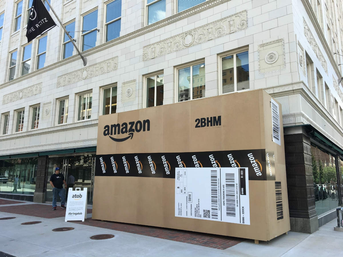 Una delle scatole extralarge di Amazon installate a Birmingham, in Alabama
