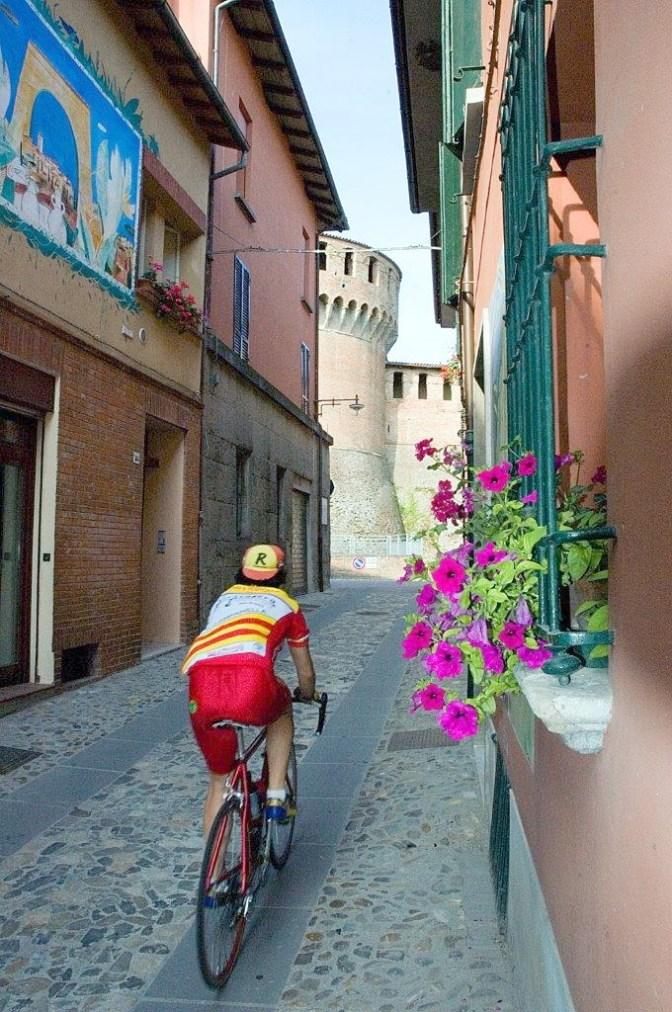 Sedici itinerari da percorrere a piedi o in bici tra Emilia e Romagna  Image of Sedici itinerari da percorrere a piedi o in bici tra Emilia e Romagna